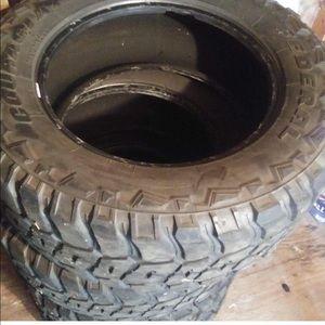 Tire 35 12.5 R 20